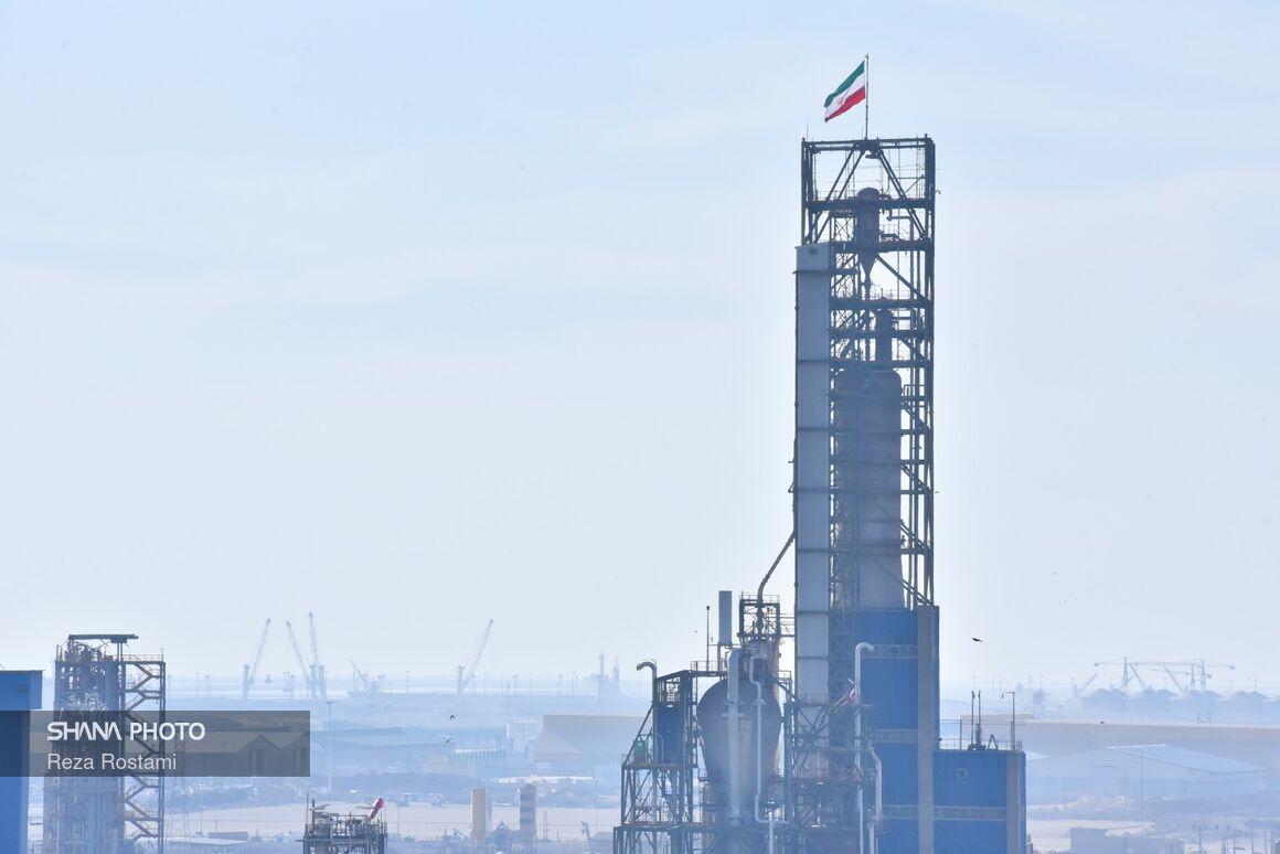 صنعت نفت در اقتصاد کشور نقش محوری دارد
