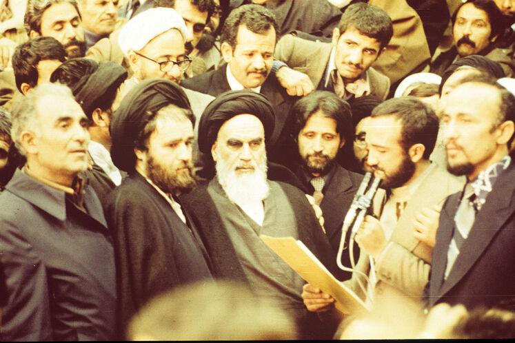 نماهایی از ایام پیروزی شکوهمند انقلاب اسلامی ایران