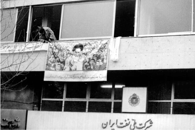 یک روز بعد امام خمینی در پیامی از اعتصابیون قدردانی کرد و از ملت خواست که حامی آنها باشند.