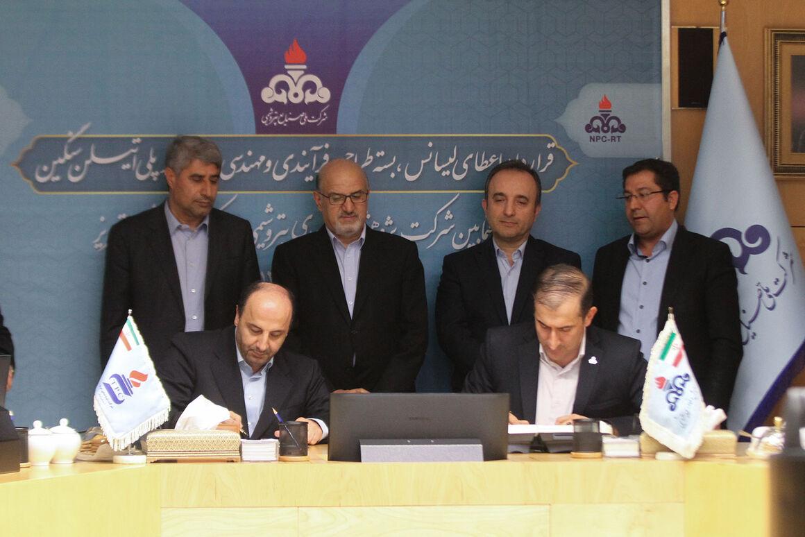 امضای قرارداد اعطای دانش فنی ساخت واحد پلیاتیلن سنگین