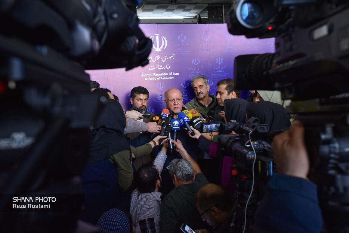 وزیر نفت در حاشیه قرارداد طرح توسعه میدانهای پارسی و پرنج