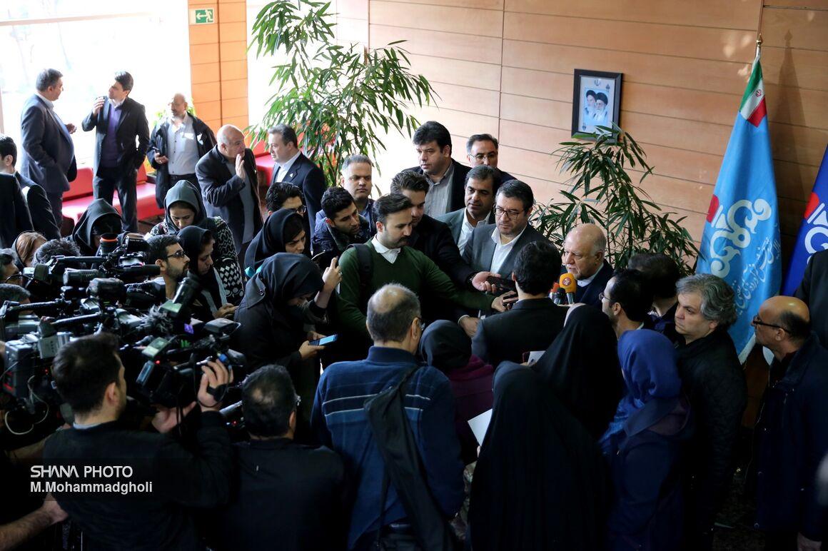 وزیر نفت در جمع خبرنگاران در حاشیه امضای تفاهمنامه تولید کک در 2 پالایشگاه کشور