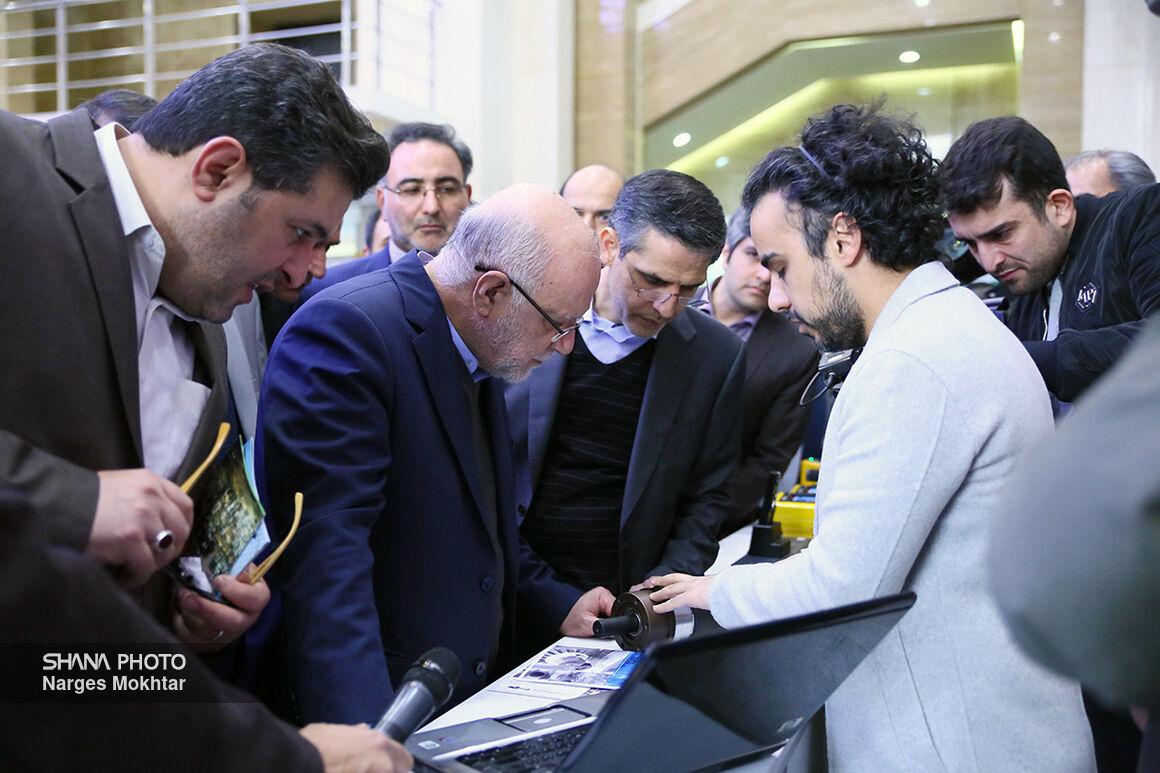 بازدید وزیر نفت از نمایشگاه شرکتهای دانشبنیان و استارتآپ نفتی