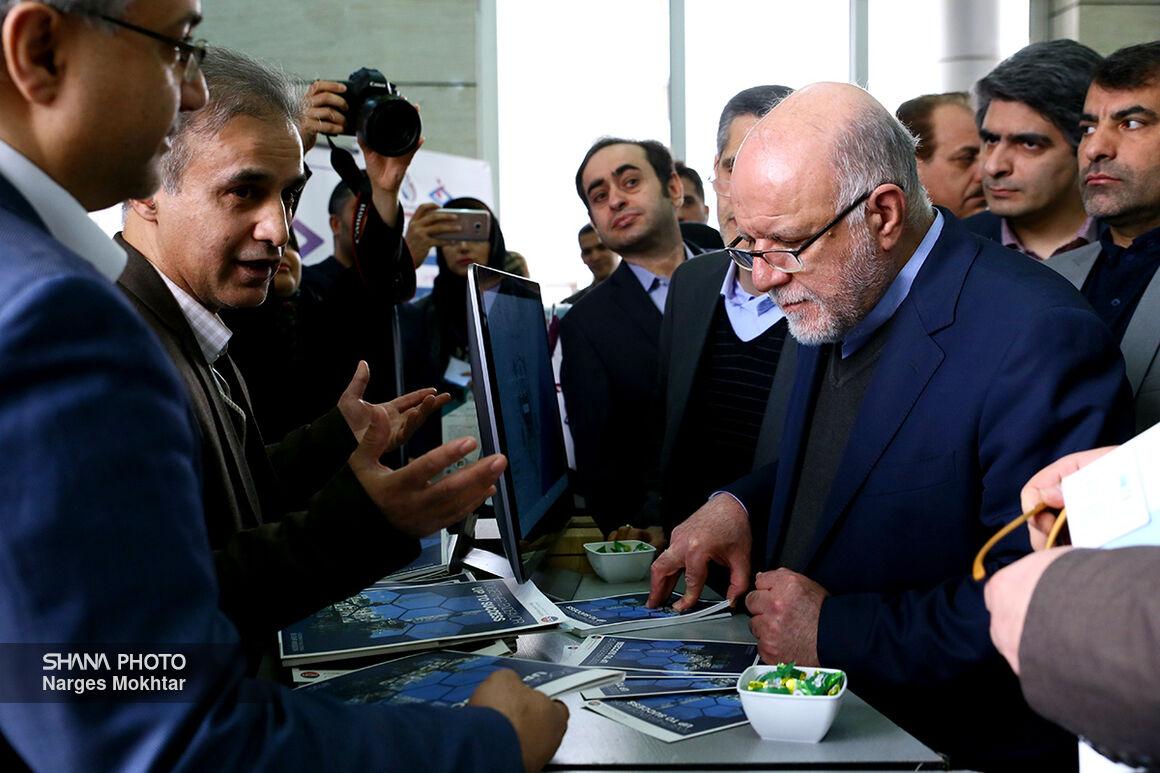 بازدید وزیر نفت از نمایشگاه شرکتهای دانشبنیان و استارتآپهای نفتی