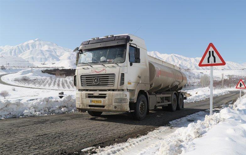تداوم سوخترسانی در منطقه میاندوآب در پی بارش سنگین برف
