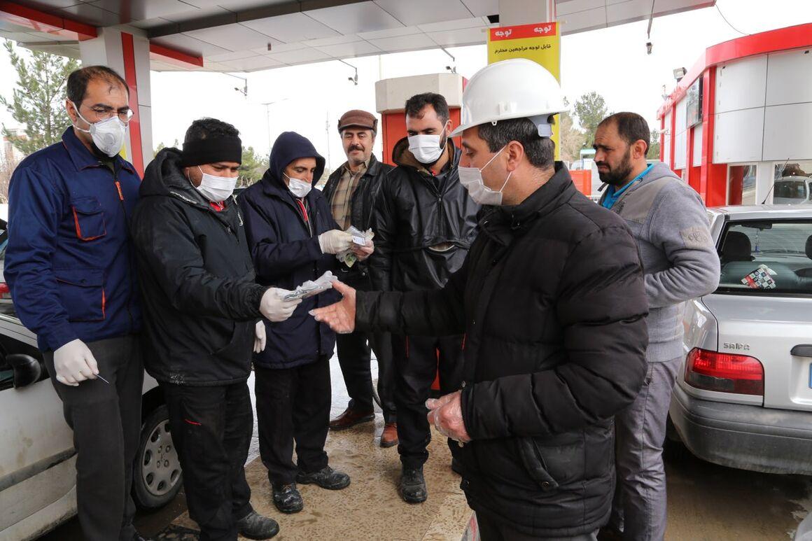 توزیع اقلام بهداشتی در جایگاههای سوخت میاندوآب و خراسان شمالی