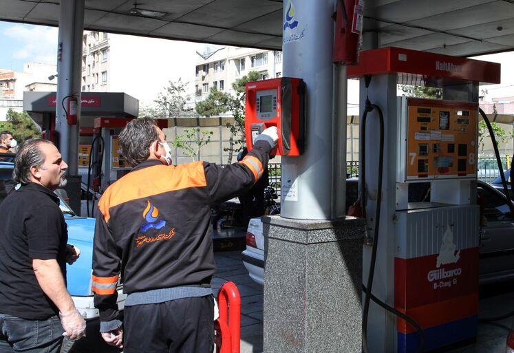 فعالیت جایگاههای عرضه سوخت در روزهای شیوع کرونا