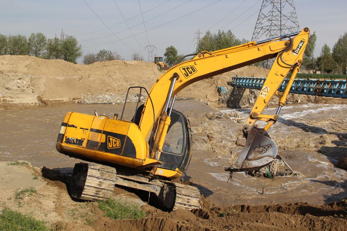 خودکفایی خطوط لوله و مخابرات منطقه اصفهان در تعمیر بیل هیدرومک