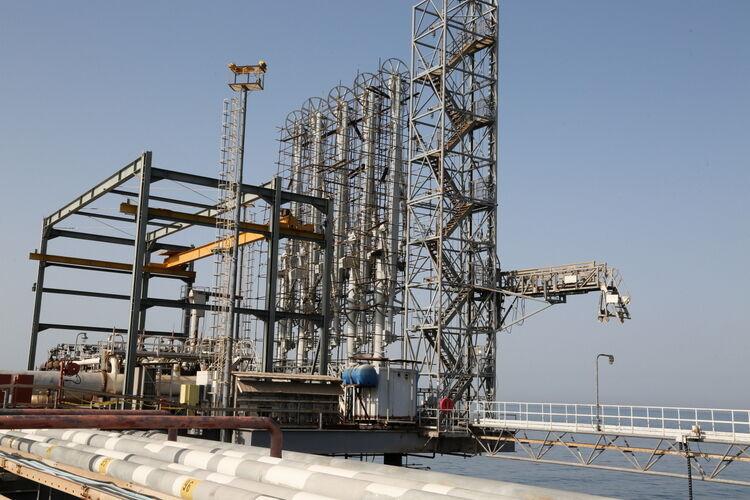 پیشرفت پروژه نوسازی اسکله شرقی پایانه خارک بررسی شد