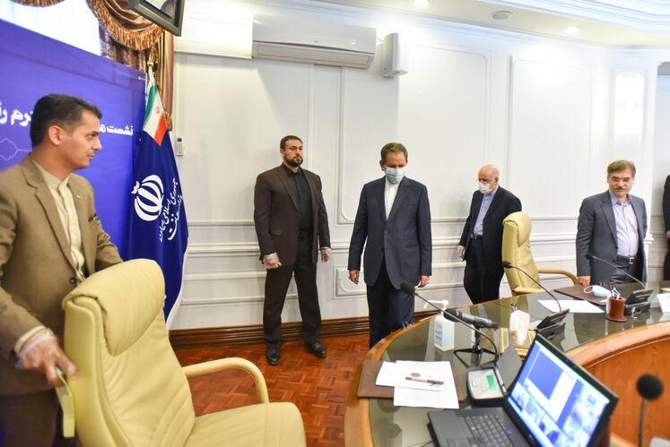از راست به چپ: بیژن زنگنه، وزیر نفت و اسحاق جهانگیری، معاون اول رئیس جمهوری