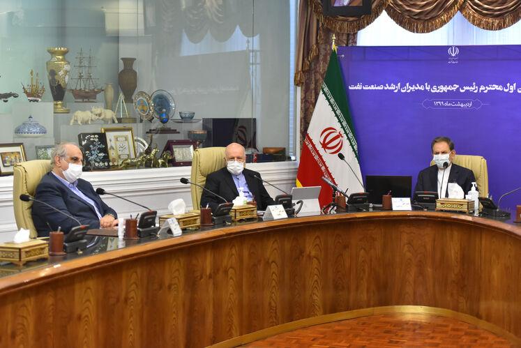 از راست به چپ: اسحاق جهانگیری، معاون اول رئیس جمهوری، بیژن زنگنه، وزیر نفت و مسعود کرباسیان، مدیرعامل شرکت ملی نفت ایران