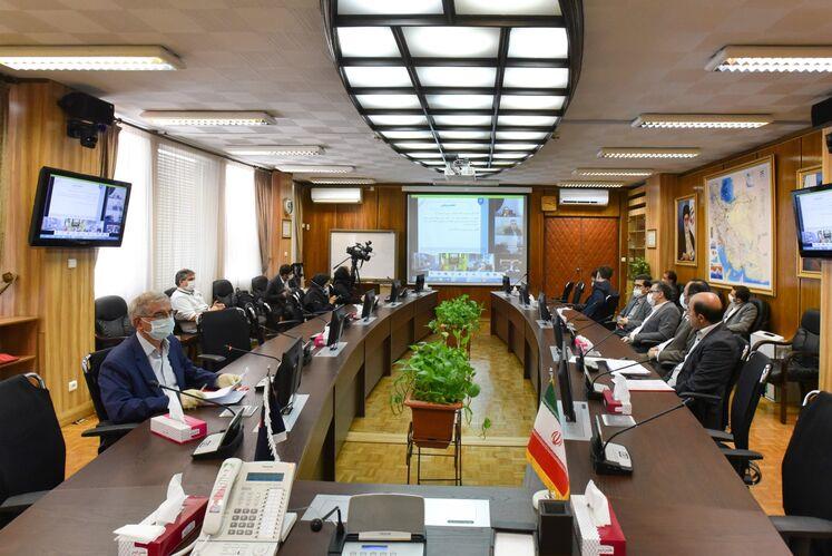 نشست مشترک اسحاق جهانگیری، معاون اول رئیس جمهوری با بیژن زنگنه، وزیر نفت و مدیران ارشد صنعت نفت
