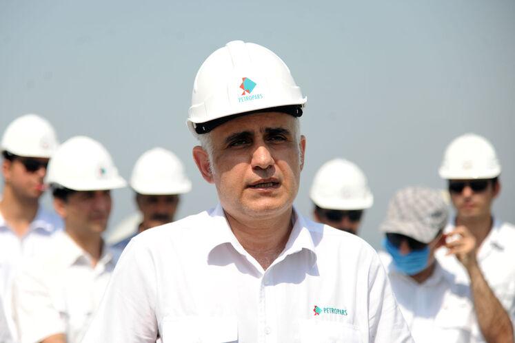 حمیدرضا مسعودی، مدیرعامل گروه پتروپارس در عملیات نصب پایه نخستین عرشه دریایی طرح توسعه فاز ۱۱ پارس جنوبی