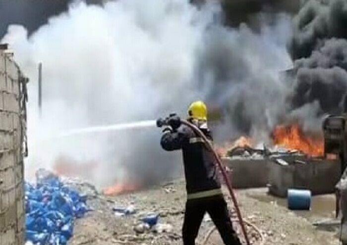 مهار آتش انبار ضایعات ملاشیه با مشارکت نفت و گاز کارون