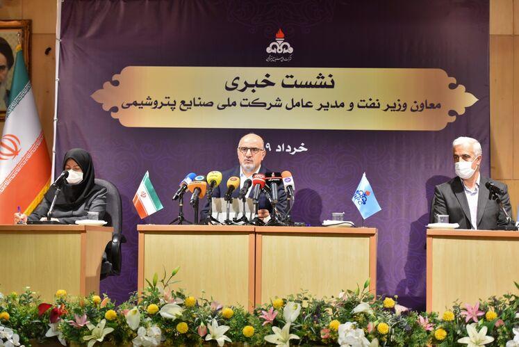نشست خبری بهزاد محمدی، معاون وزیر نفت در امور پتروشیمی