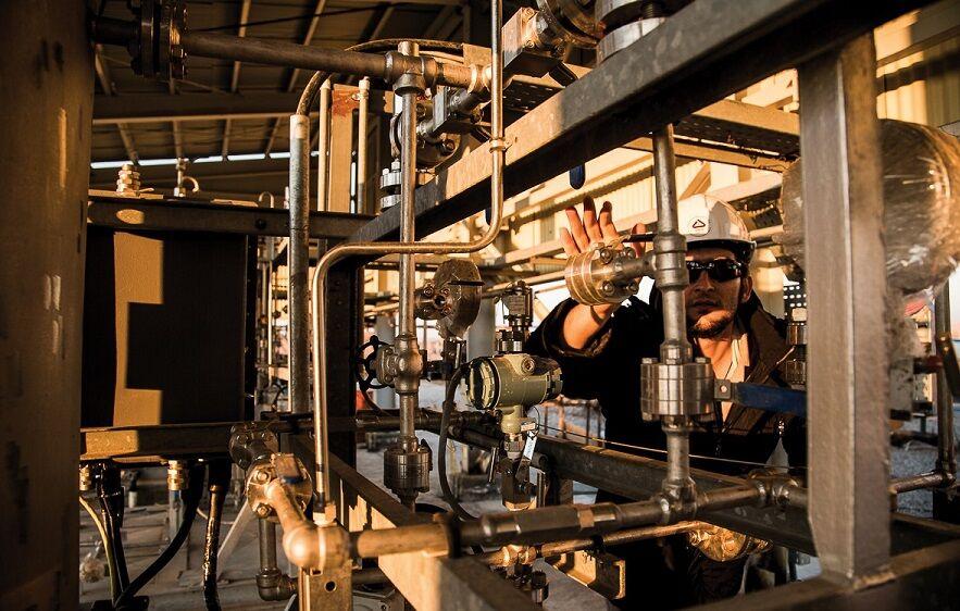 آزمون عملکرد تولید نهایی میدان آذر در حال انجام است