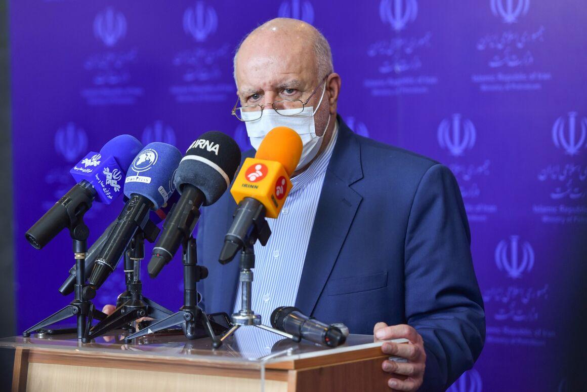زنگنه: ۹ قرارداد نفتی با شرکتهای ایرانی امضا میشود