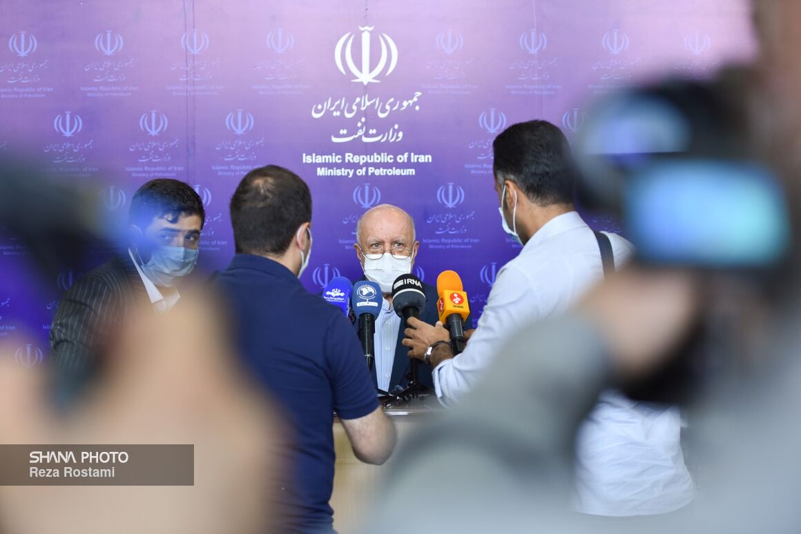 Zangeneh: 9 Oil Contracts to Be Signed With Iranian Companies