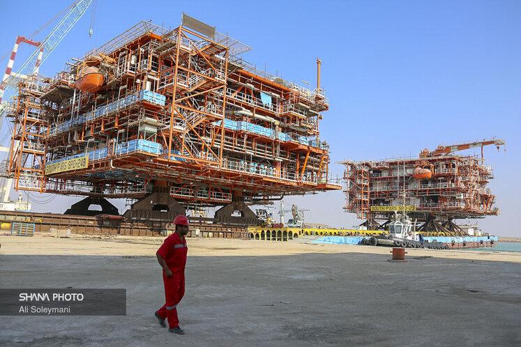 سکوی ۲۴B، آخرین سکوی فازهای ۲۲ تا ۲۴ پارس جنوبی، پس از تکمیل عملیات ساخت در بخش خشکی، با پیشرفت حدود ۹۵.۵ درصد و وزنی معادل ۲۵۰۰ تن، به روش PUSH PULL روی شناور FLB۱۲۴ بارگیری شد.