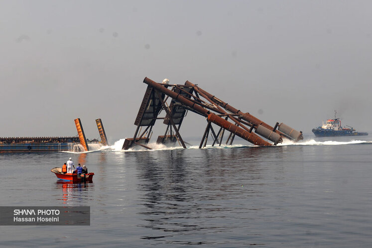 عملیات نصب پایه نخستین عرشه دریایی طرح توسعه فاز ۱۱ پارس جنوبی در موقعیت مخزنی بلوک B این فاز (۱۱B) با فرمان حسن روحانی، رئیس جمهوری در نخستین روز خردادماه انجام شد.