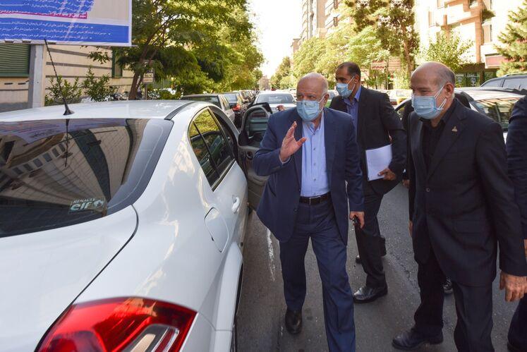 از راست: بیژن زنگنه، وزیر نفت  و حسن منتظرتربتی، معاون وزیر نفت در امور گاز