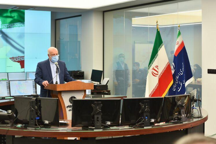 آیین بهرهبرداری رسمی از طرحهای ملی وزارت نفت