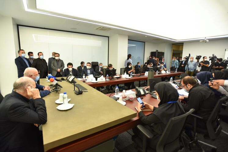 نشست خبری آیین بهرهبرداری رسمی از طرحهای ملی وزارت نفت