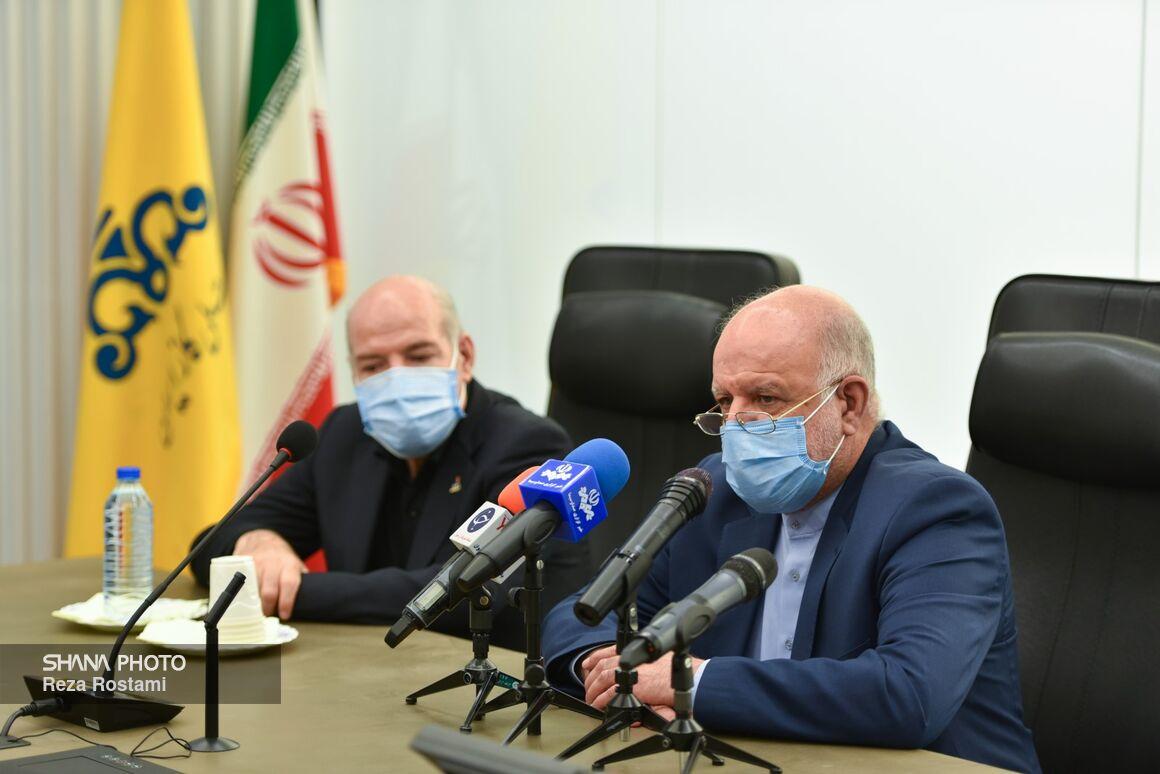 وزیر نفت پس از آیین بهرهبرداری رسمی از طرحهای ملی وزارت نفت در جمع خبرنگاران
