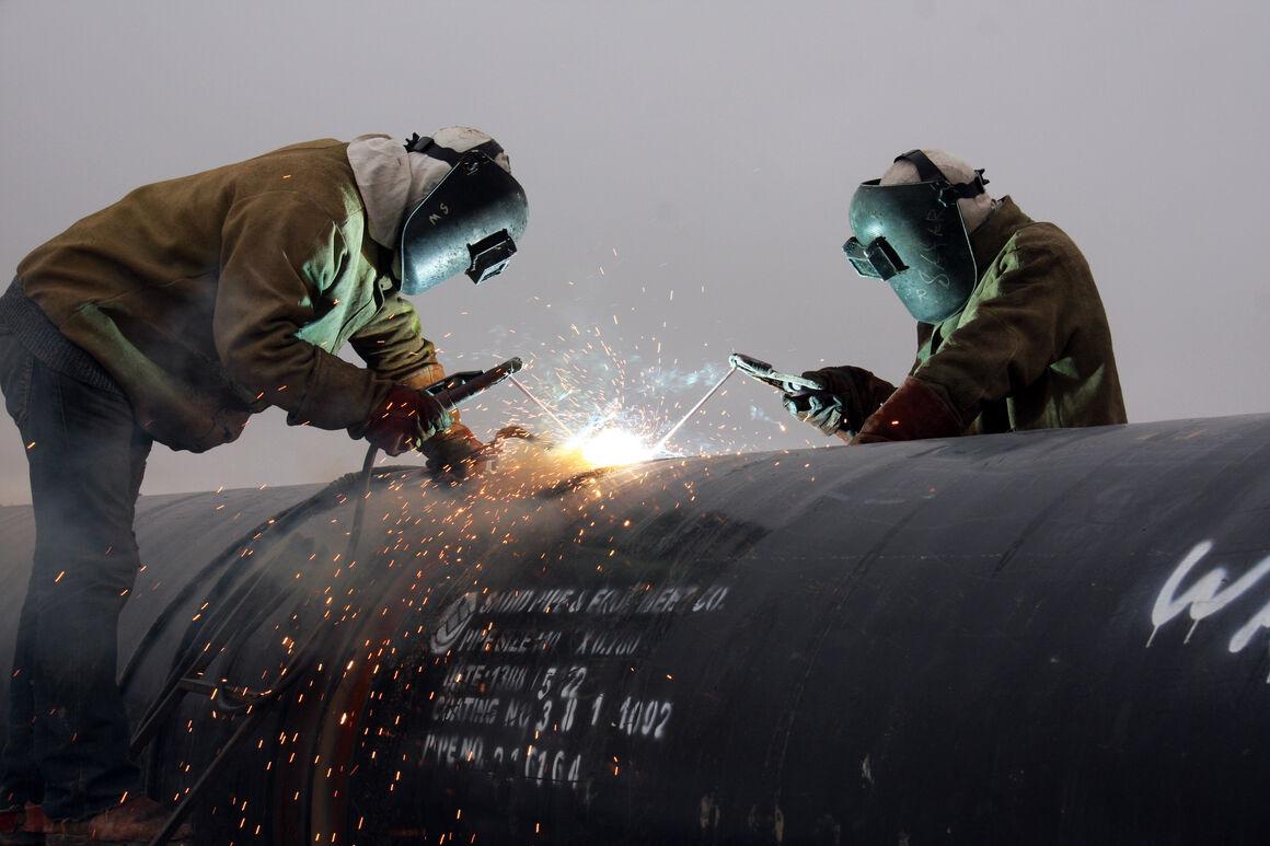 تعویض ۶۰۰ متر خط لوله گاز ۱۲ اینچ در ساحل خلیج فارس