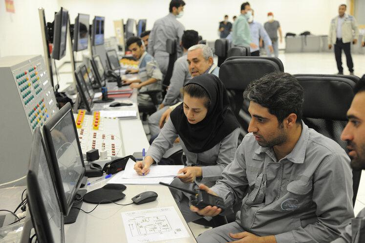 اتاق کنترل شرکت پالایش گاز بیدبلند خلیج فارس