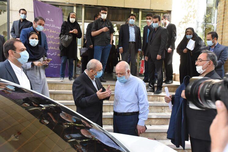 از راست: بیژن زنگنه، وزیر نفت و محمدرضا مقدم، مشاور وزیر نفت