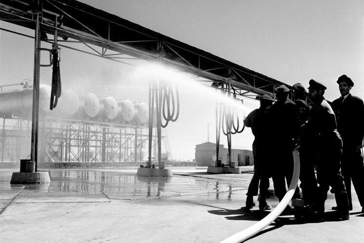 تمرین عملیات آتشنشانی انبار نفت ری تهران دهه ۵۰ شمسی