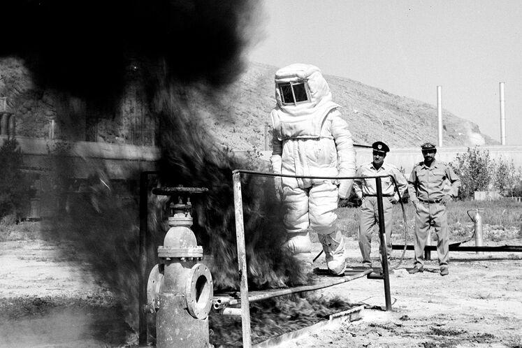 تمرین عملیات گروه آتشنشانی پتروشیمی شیراز دهه ۶۰ شمسی