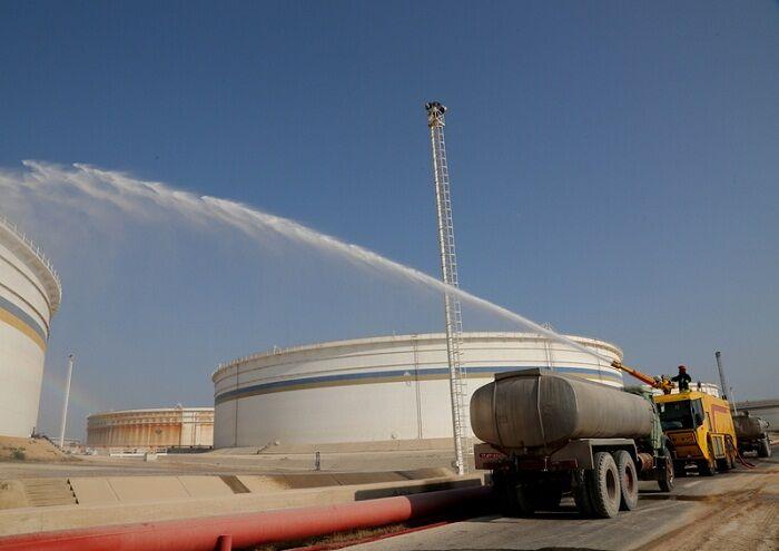 مانور مقابله با آتشسوزی مخازن ذخیرهسازی در خارک برگزار شد