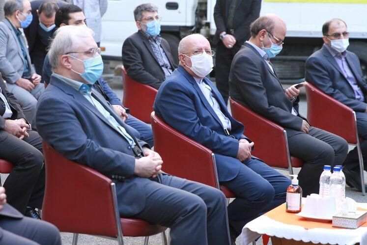 از راست: بیژن زنگنه، وزیر نفت و سعید نمکی وزیر بهداشت، در مان و آموزش پزشکی