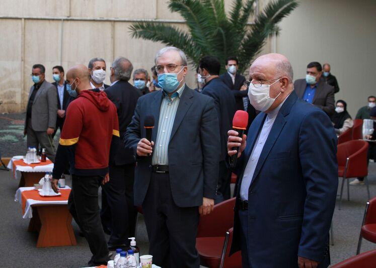 از راست: بیژن زنگنه، وزیر نفت، سعید نمکی وزیر بهداشت، درمان و آموزش پزشکی