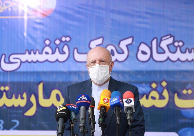 بیژن زنگنه، وزیر نفت در جمع خبرنگاران
