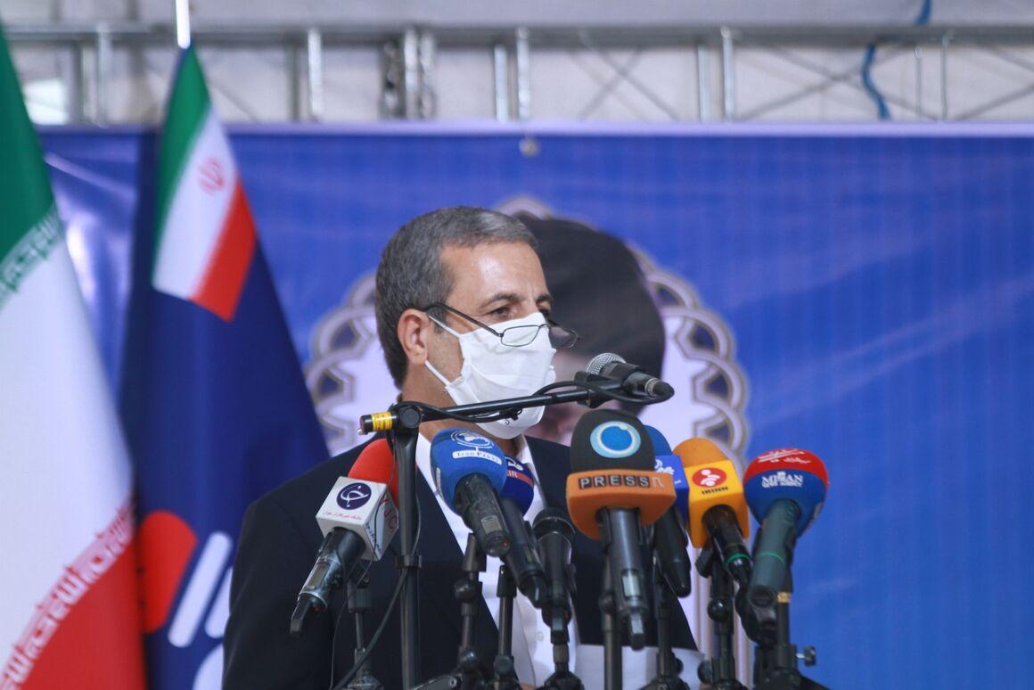 وزارت نفت با همه مشکلات ناشی از تحریم در کنار مردم مناطق نفتخیز است
