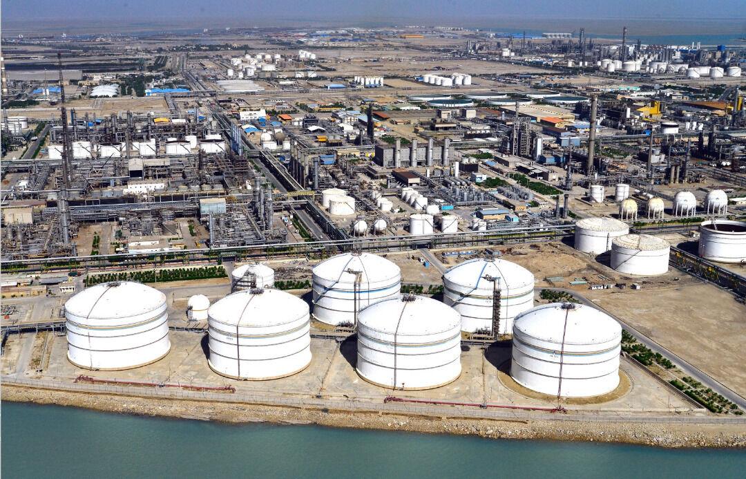 Rouhani Launches Light Cut Sweetening Project of Bu Ali Sina Petchem Plant