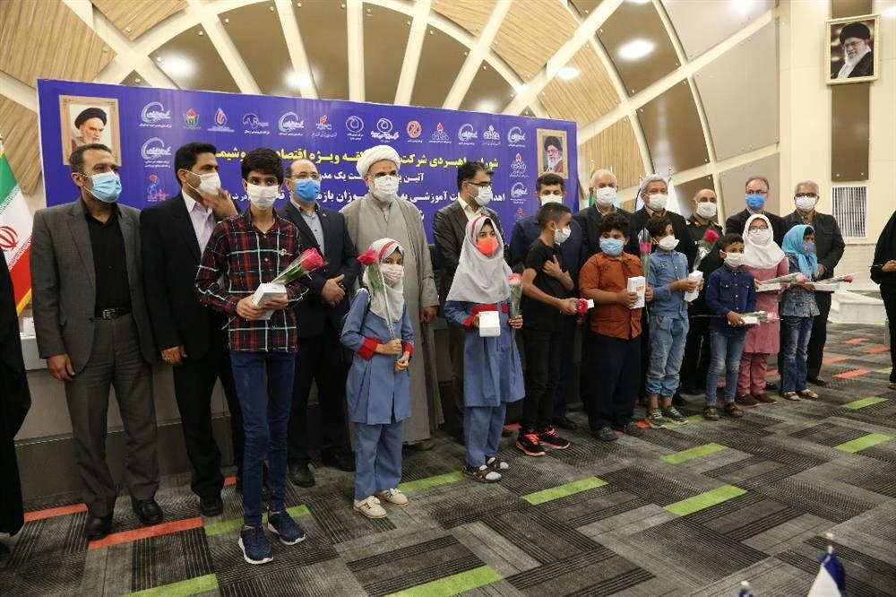 اهدای ۲ هزار تبلت به دانشآموزان بازمانده از تحصیل شهرستان ماهشهر