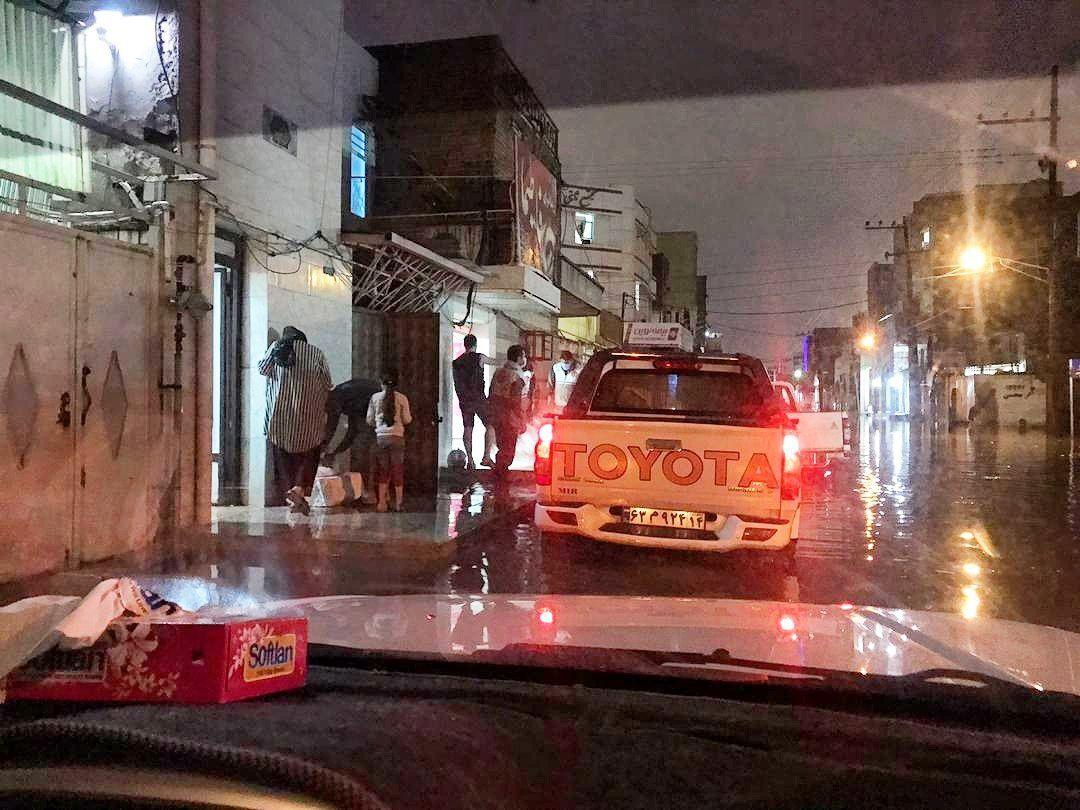 کمک بسیج ملی حفاری به شهروندان گرفتار در سیلاب اهواز