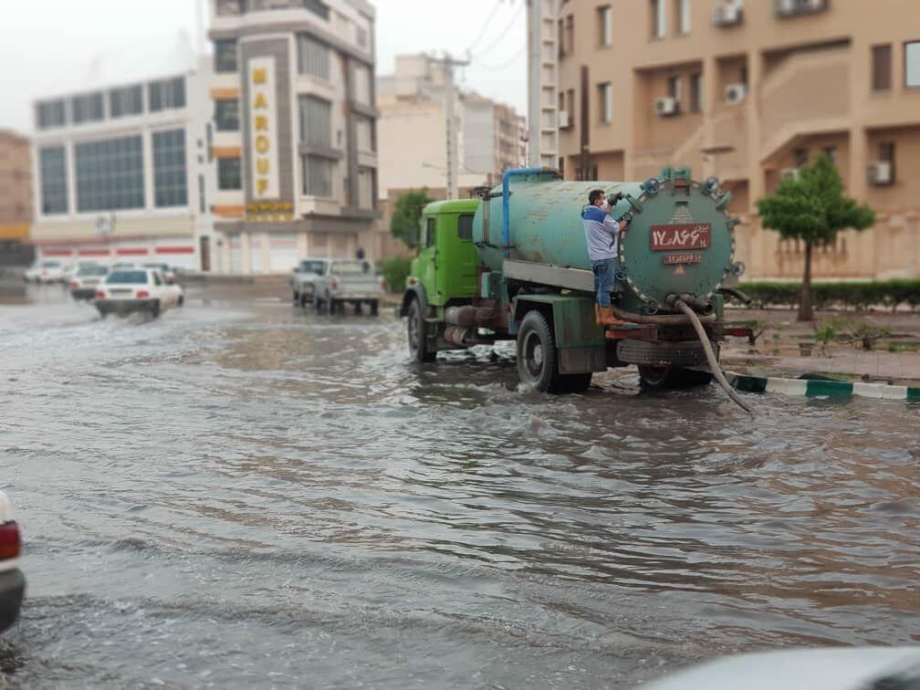 اعزام دستگاههای سپتیک تانک نفتخیز جنوب برای رفع آبگرفتگیهای اهواز
