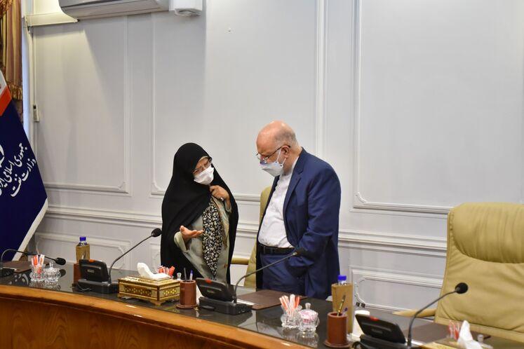 بیژن زنگنه، وزیر نفت و فاطمه تندگویان، مشاور وزیر نفت در امور بانوان و خانواده
