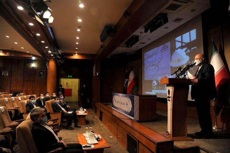 بیژن زنگنه، وزیر نفت در آیین رسمی آغاز عملیات حفاری نخستین چاه طرح توسعه فاز ۱۱ پارس جنوبی