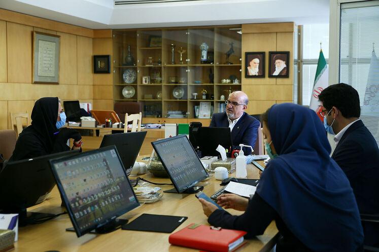 بهزاد محمدی، مدیرعامل شرکت ملی صنایع پتروشیمی در گفتوگو با خبرنگاران شانا، مشعل و ایران پترولیوم