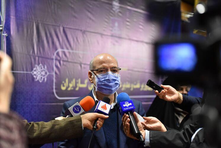 حسن منتظرتربتی، معاون وزیر نفت و مدیرعامل شرکت ملی گاز ایران در جمع خبرنگاران
