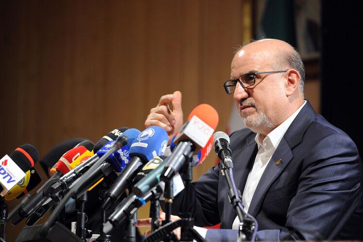 نشست خبری بهزاد محمدی، معاون وزیر نفت در امور پتروشیمی به مناسبت گرامیداشت روز صنعت پتروشیمی