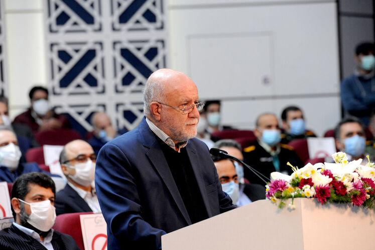 سخنرانی بیژن زنگنه، وزیر نفت در آیین بهرهبرداری رسمی از  بزرگترین طرح جمعآوری و فرآورش گازهای همراه نفت ایران