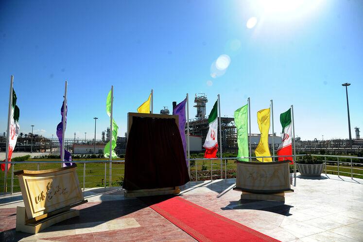 یادبود آیین بهرهبرداری رسمی از  بزرگترین طرح جمعآوری و فرآورش گازهای همراه نفت ایران
