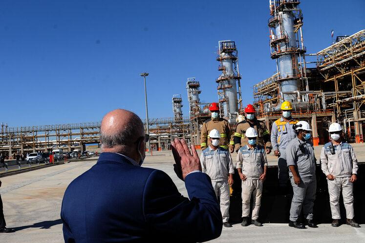 آیین بهرهبرداری رسمی از  بزرگترین طرح جمعآوری و فرآورش گازهای همراه نفت ایران